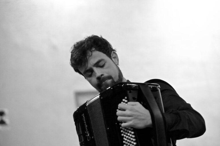 Samuele telari in concerto alla sala del buonuumore del conservatorio cherubini di firenze durante il festival fortissimissimo