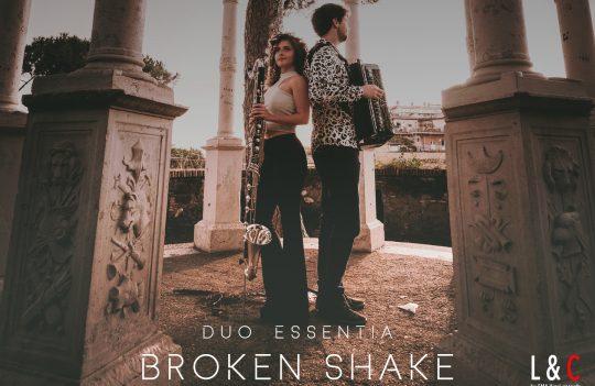 Copertina del CD Broken Shake del duo essentia, con samuele telari e alice cortegiani