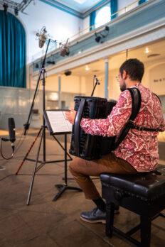 Samuele telari mentre registra il nuovo cd con delphian records nella queen's hall di edinburgio
